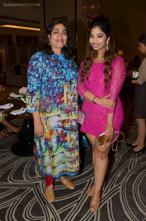 Arti Sarin with Anandita De at The Drawing Room in St Regis Mumbai on 30th July 2016