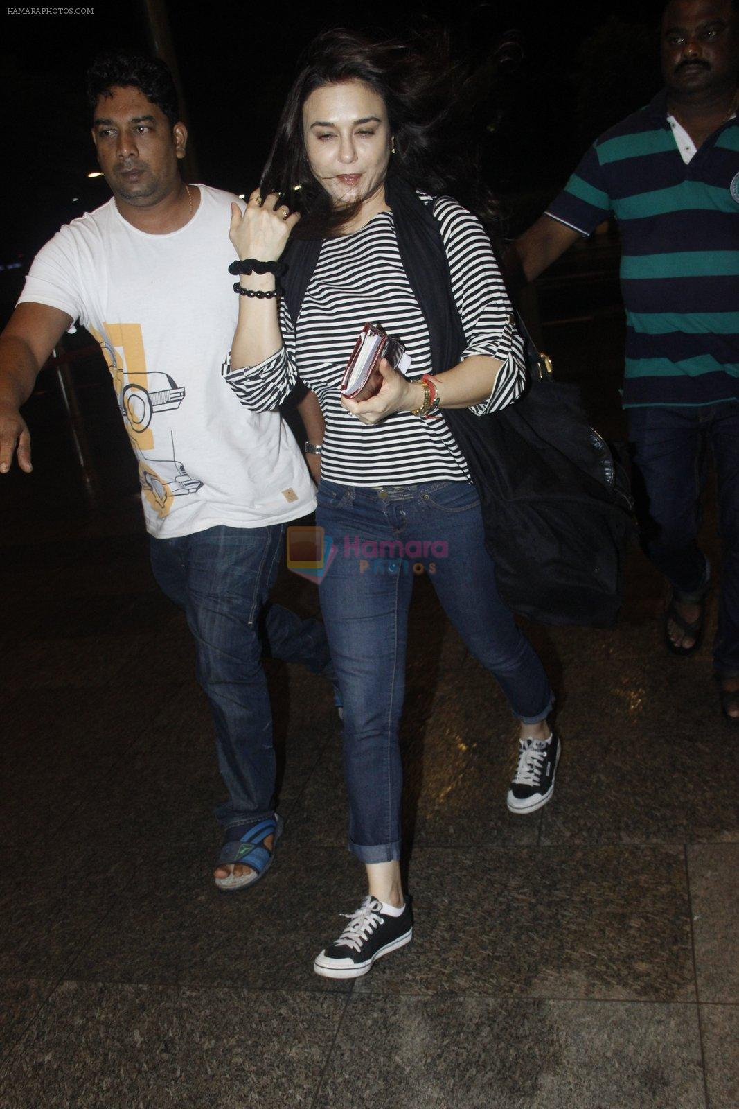 Preity Zinta snapped at the airport on 1st Aug 2016