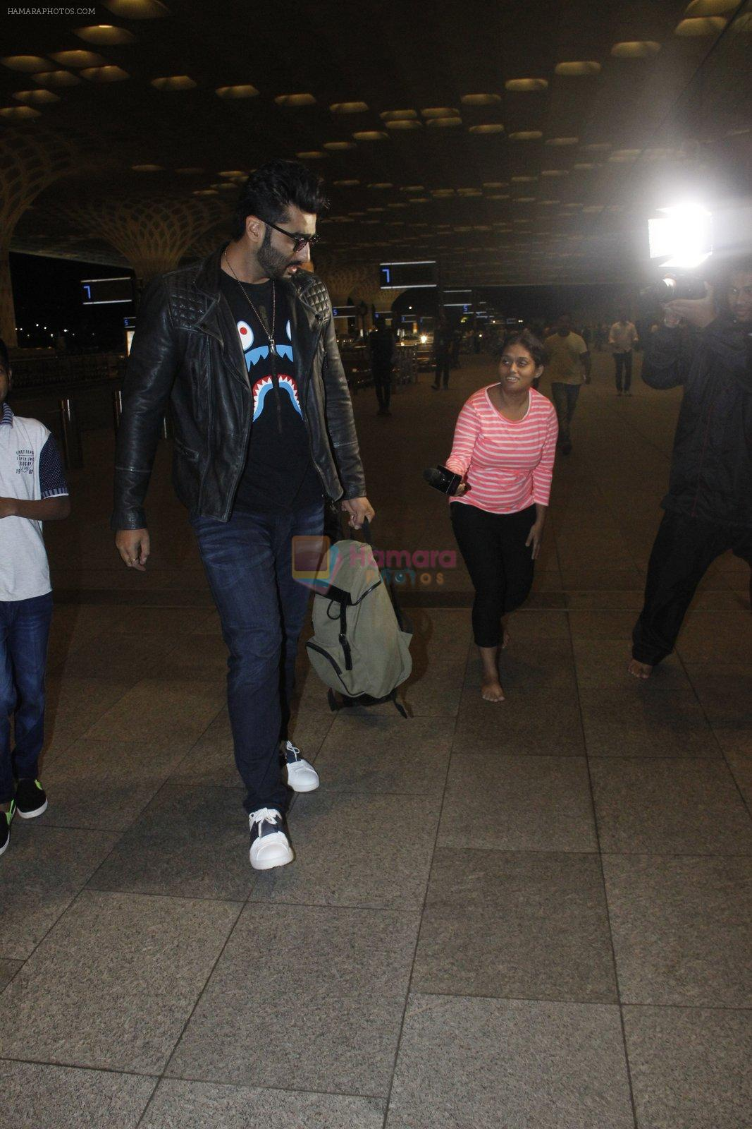 Arjun Kapoor snapped at the airport on 1st Aug 2016