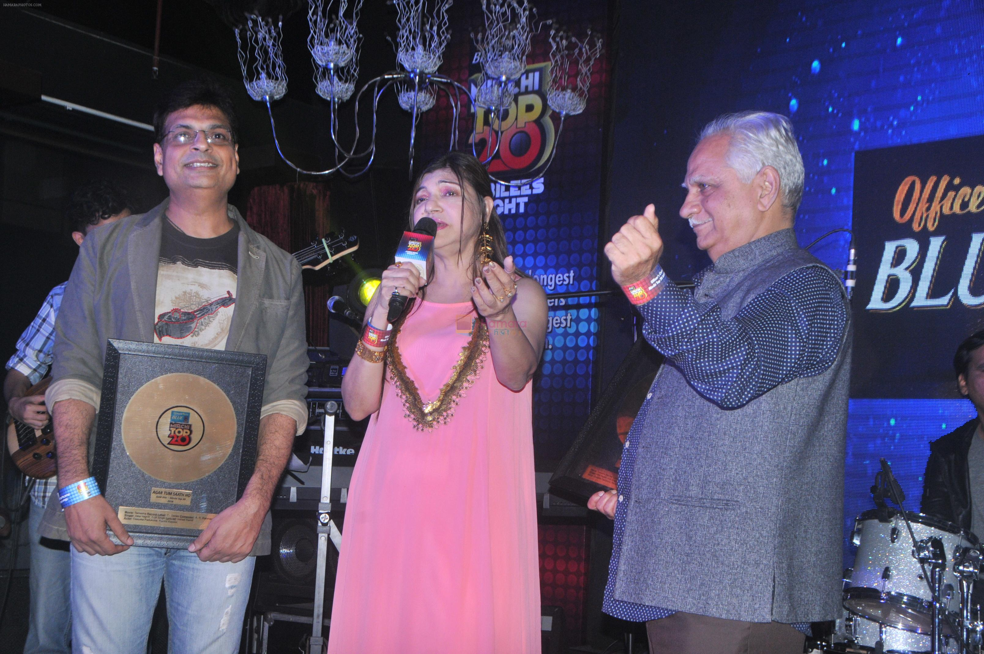 Alka Yagnik, Ramesh Sippy at the Officer's Choice Blue Mirchi Top 20 charts of 2016 on 1st Aug 2016