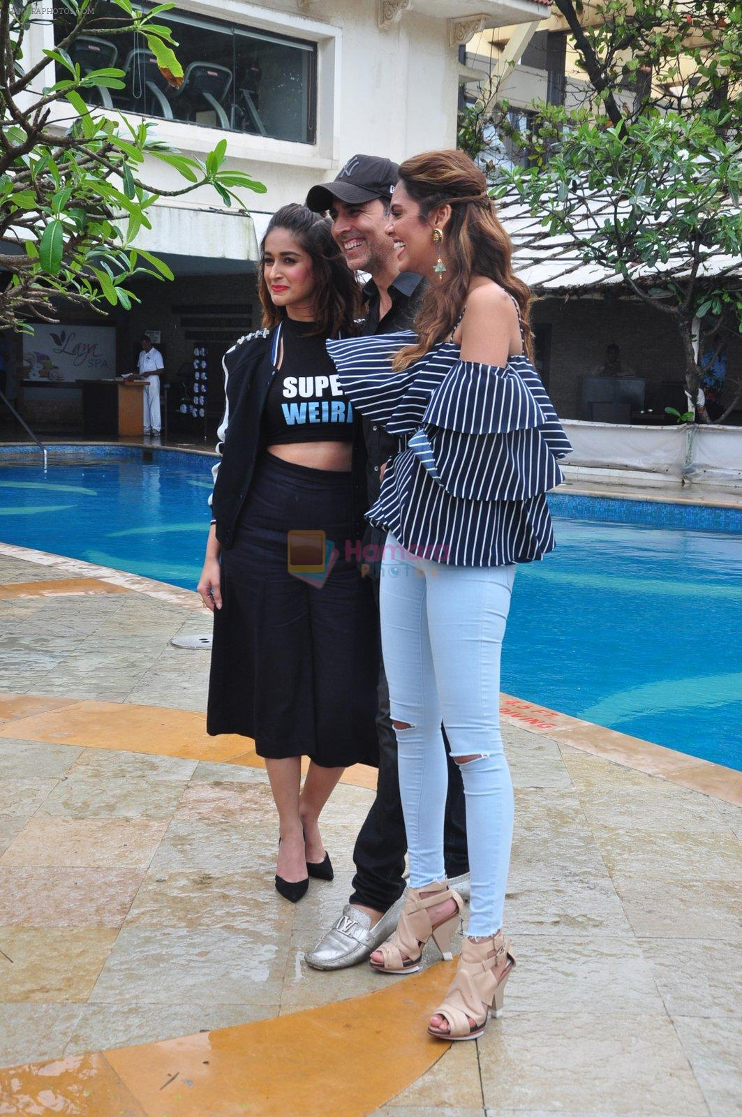 Ileana D_Cruz, Akshay Kumar, Esha Gupta at Rustom promotions in Mumbai on 1st Aug 2016