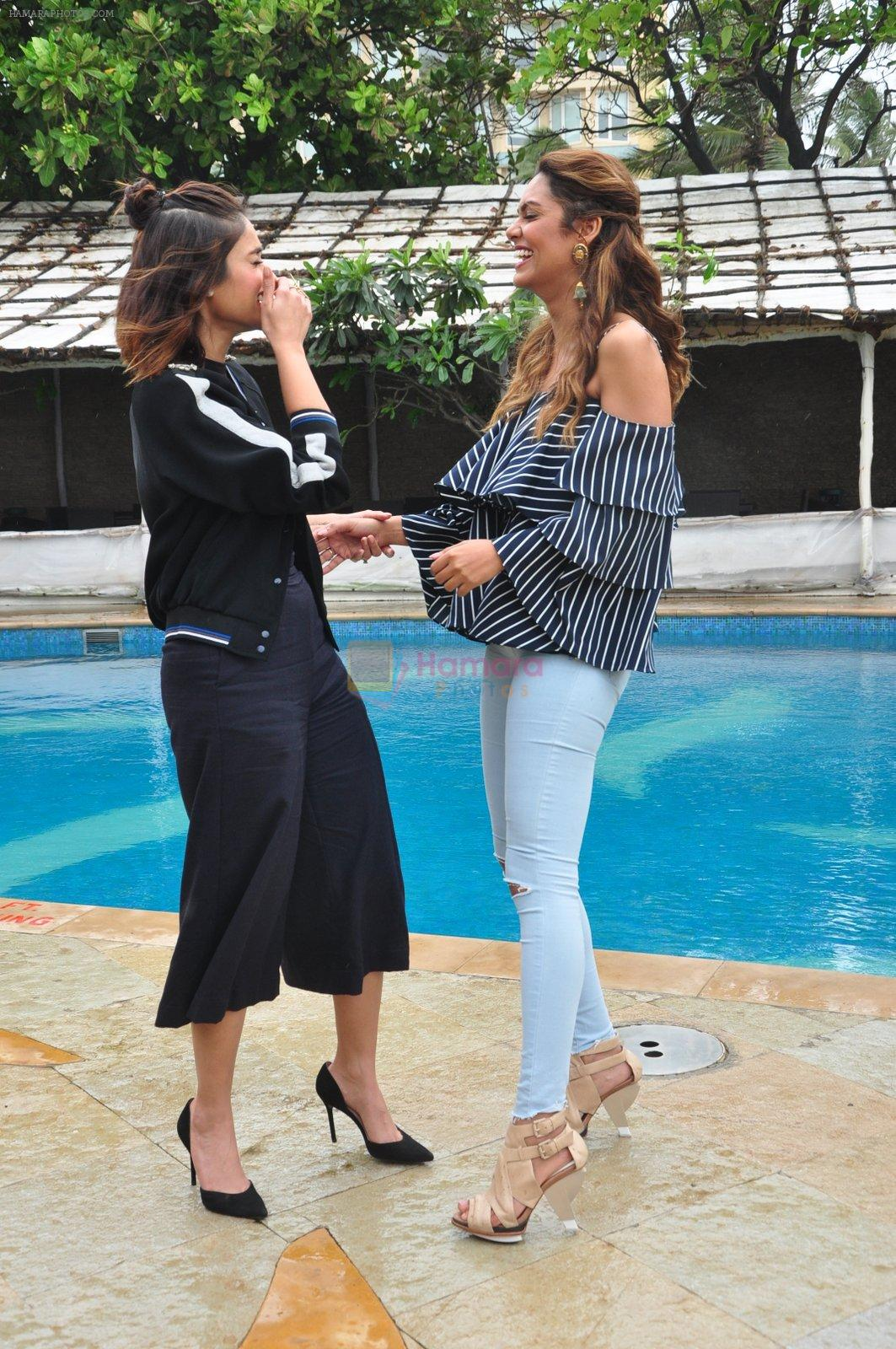 Ileana D_Cruz, Esha Gupta at Rustom promotions in Mumbai on 1st Aug 2016