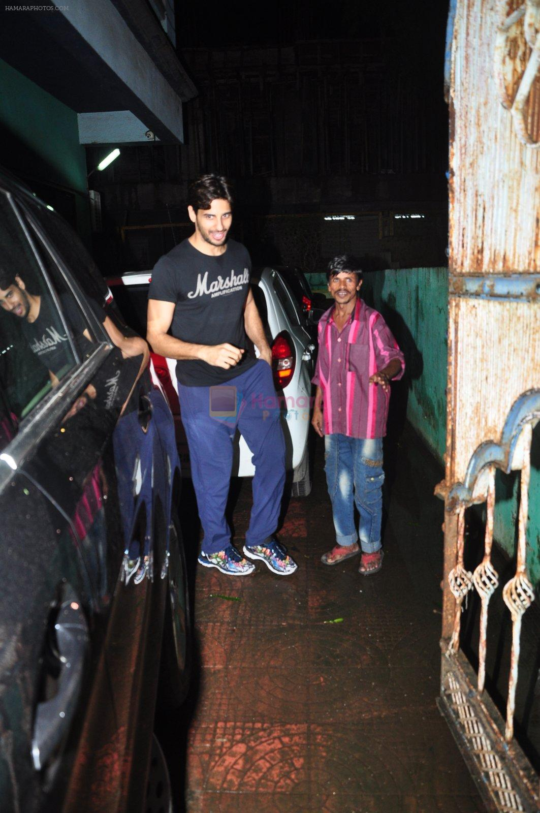 Sidharth Malhotra with Dream Team cast snapped post rehearsals on 3rd Aug 2016