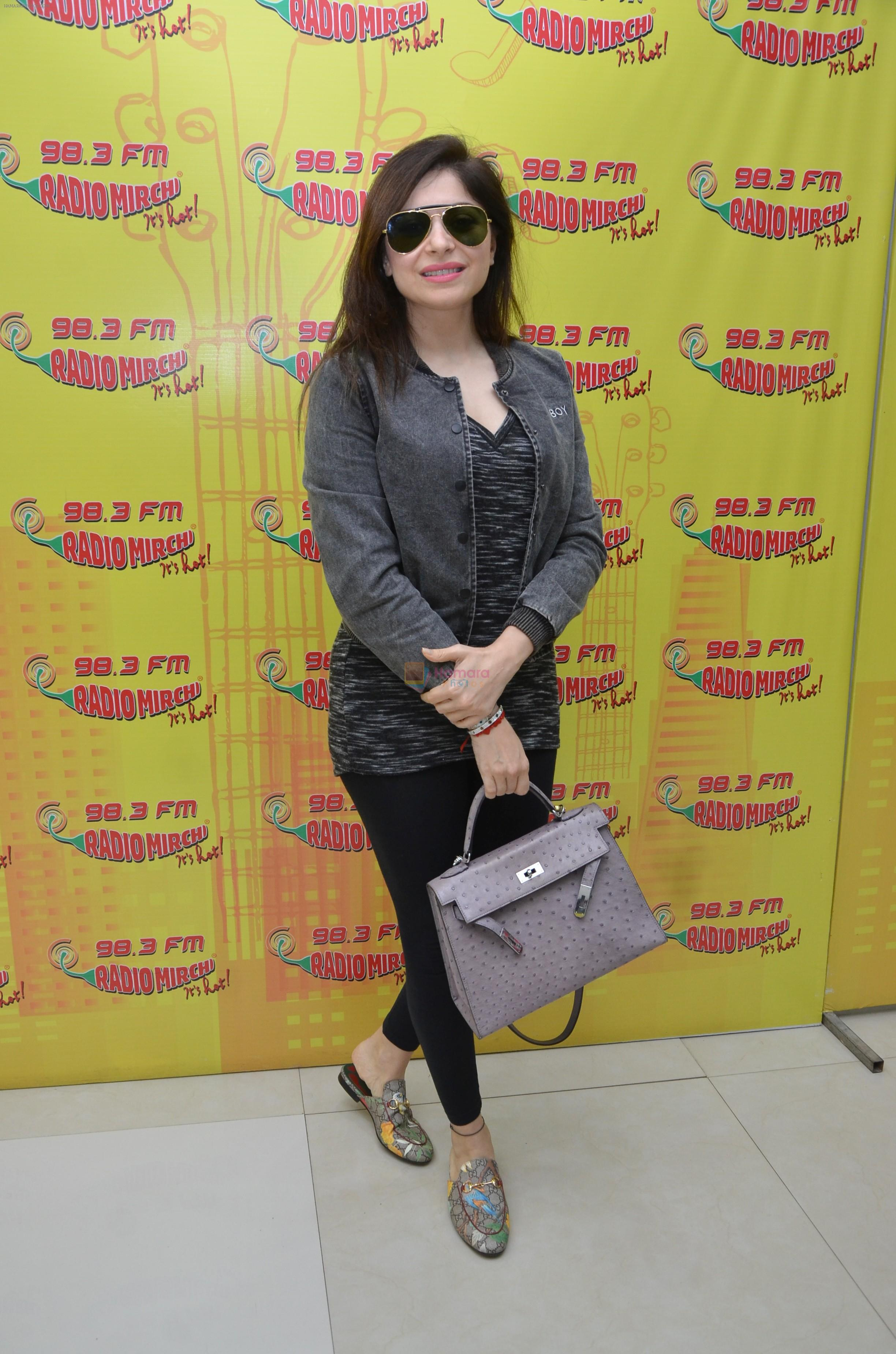 Kanika Kapoor at Radio Mirchi on 3rd Aug 2016