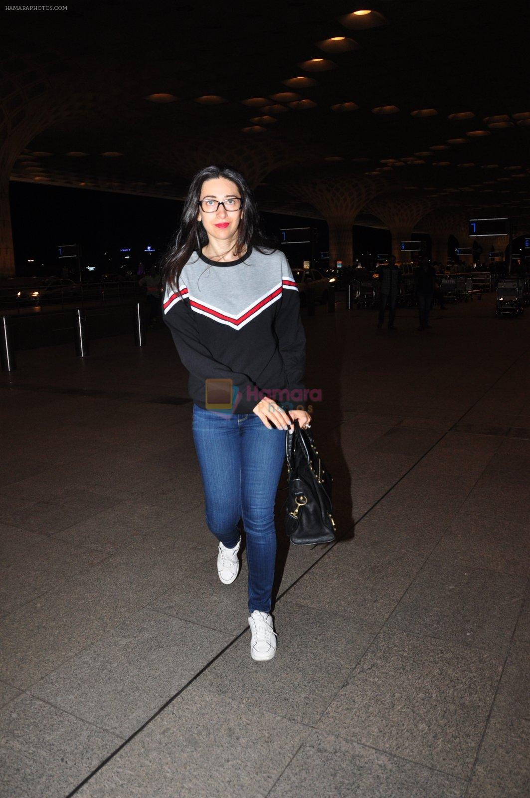 Karisma Kapoor snapped at airport on 4th Aug 2016