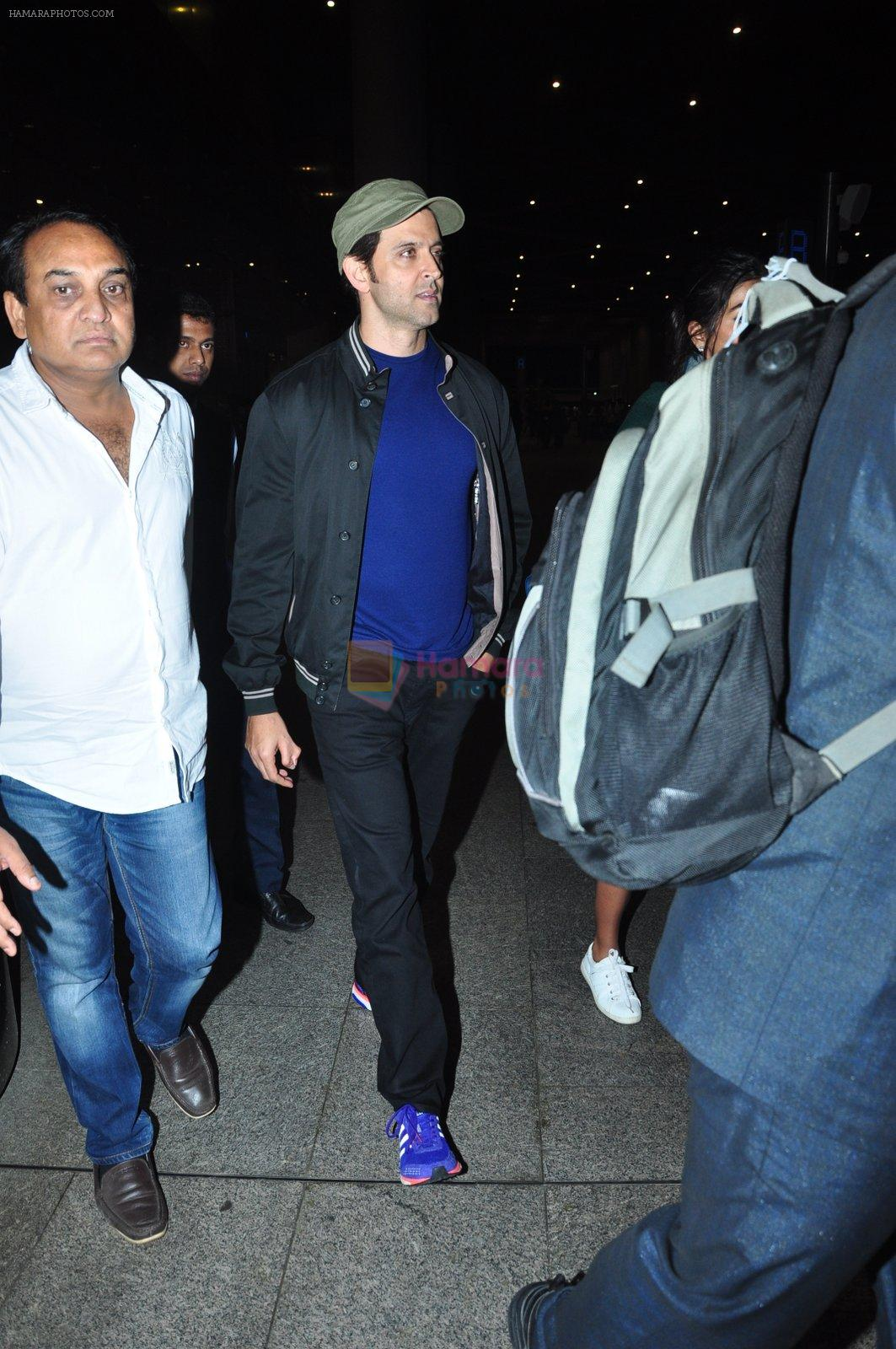 Hrithik Roshan snapped at airport on 5th Aug 2016