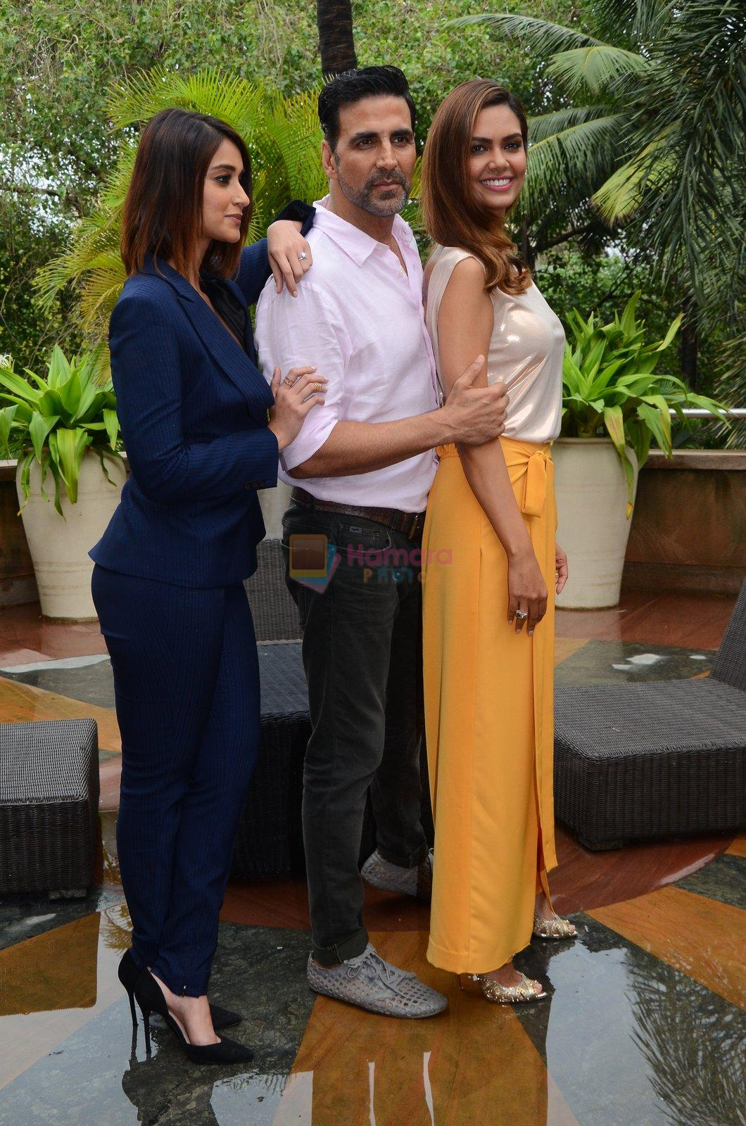 Ileana D_Cruz, Akshay Kumar, Esha Gupta at Rustom promotion in Mumbai on 6th Aug 2016