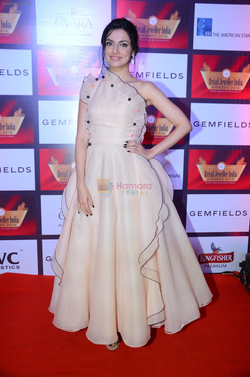 Divya Khosla Kumar at Retail Awards in Mumbai on 6th Aug 2016