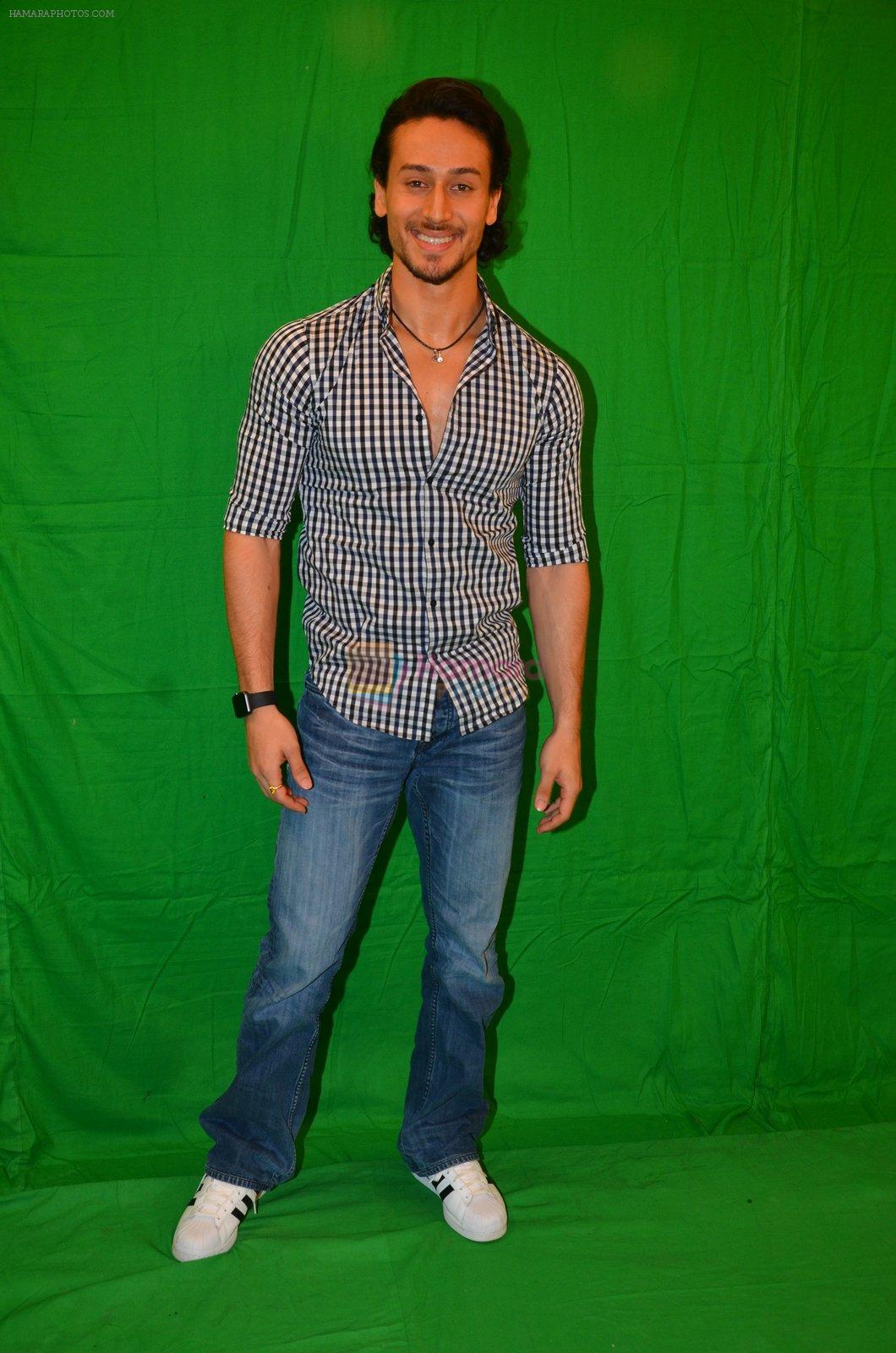 Tiger Shroff snapped in Mumbai to promote The Flying Jatt on 6th Aug 2016
