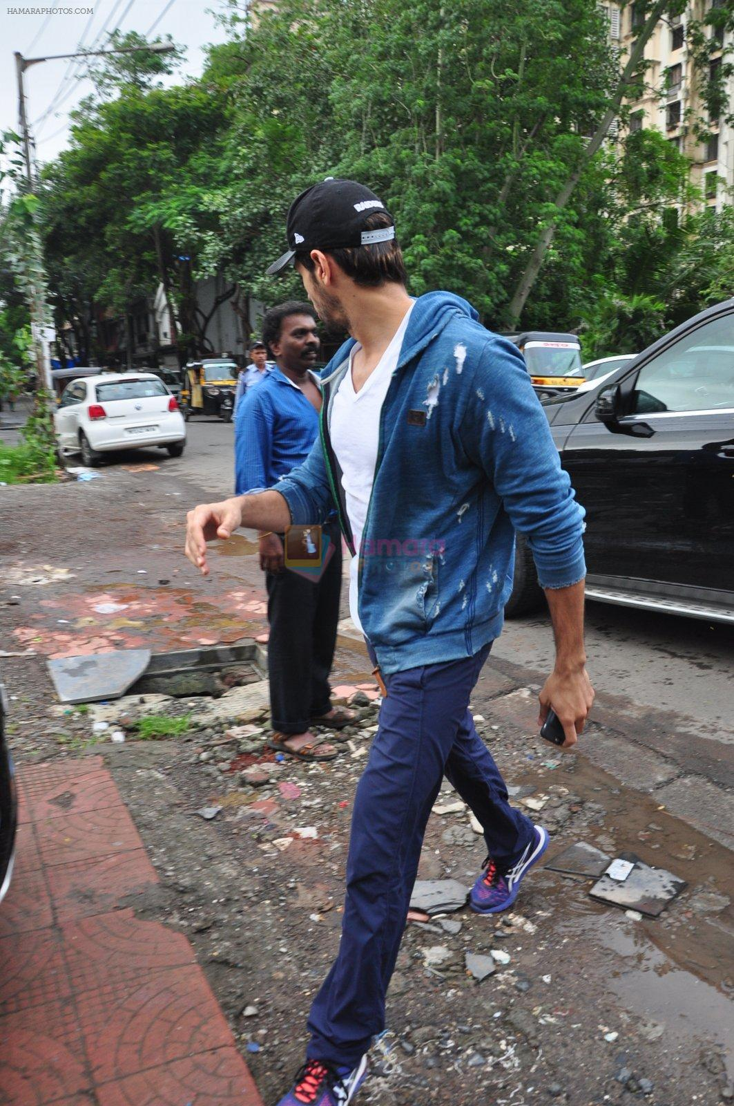 Sidharth Malhotra snapped for dream team practise on 6th Aug 2016
