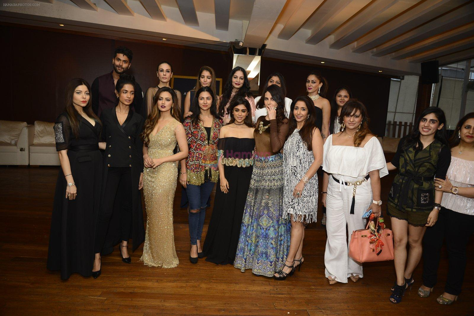 Kanika Kapoor, Sana Khan, Sarah Jane Dias, Mandana Karimi, Zoya Morani, Krishika Lulla at Joya exhibition announcement in Mumbai on 8th Aug 2016