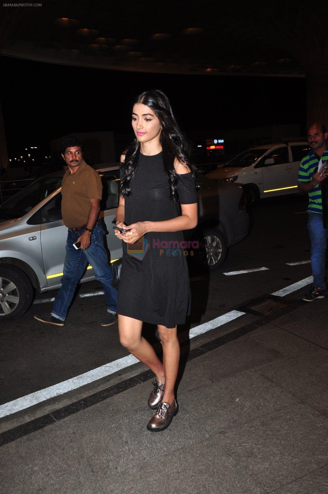 Pooja Hegde leave for Ahmedabad snapped at airport on 8th Aug 2016