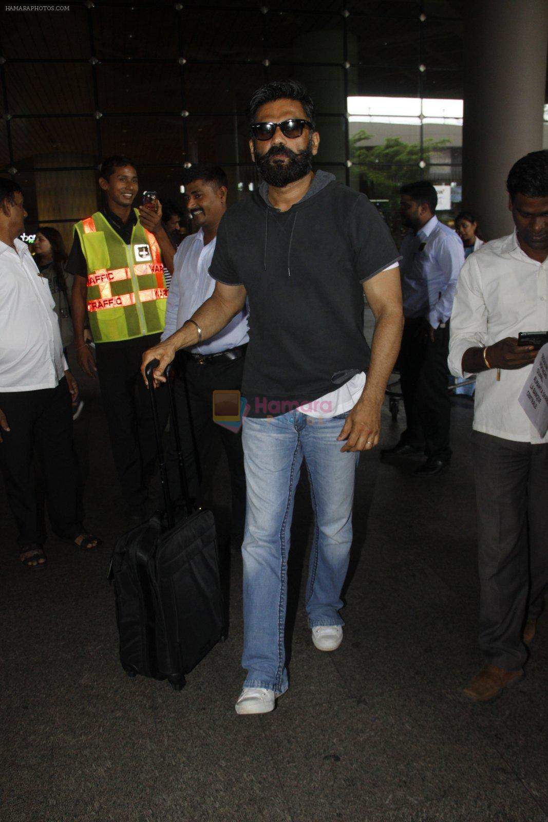 Sunil Shetty snapped at airport on 8th Aug 2016