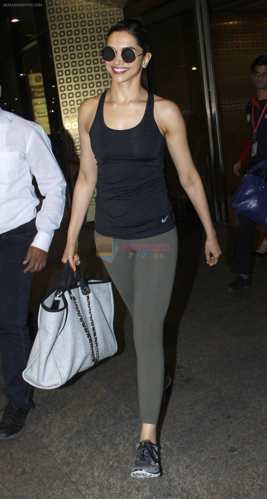 Deepika Padukone snapped at airport on 9th Aug 2016