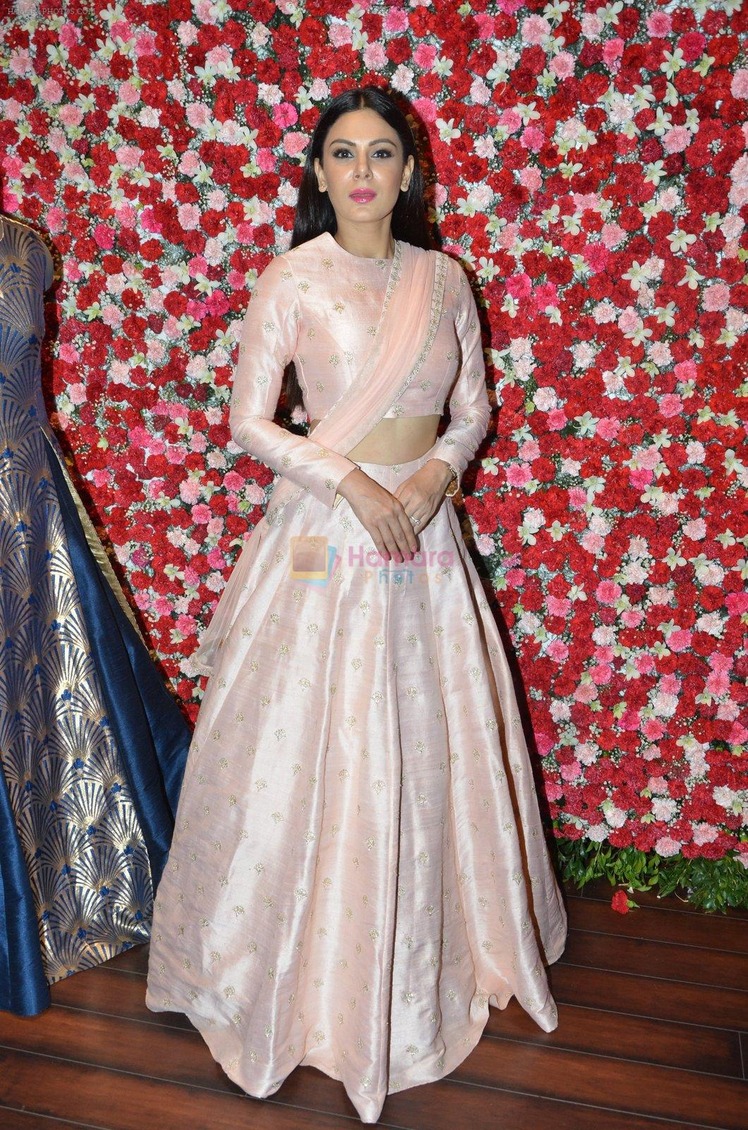 Aanchal Kumar at SVA Autumn Winter collection launch on 9th Aug 2016