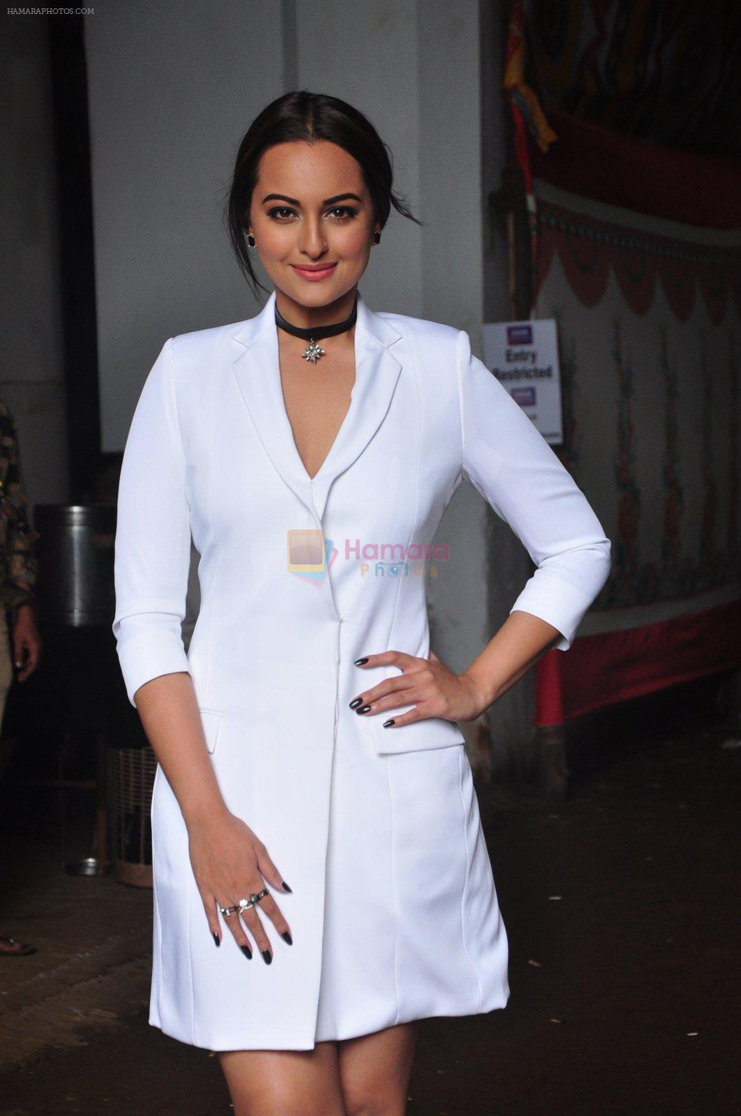 Sonakshi Sinha on the sets of Jhalak Dikkhla Jaa 9 on 9th Aug 2016