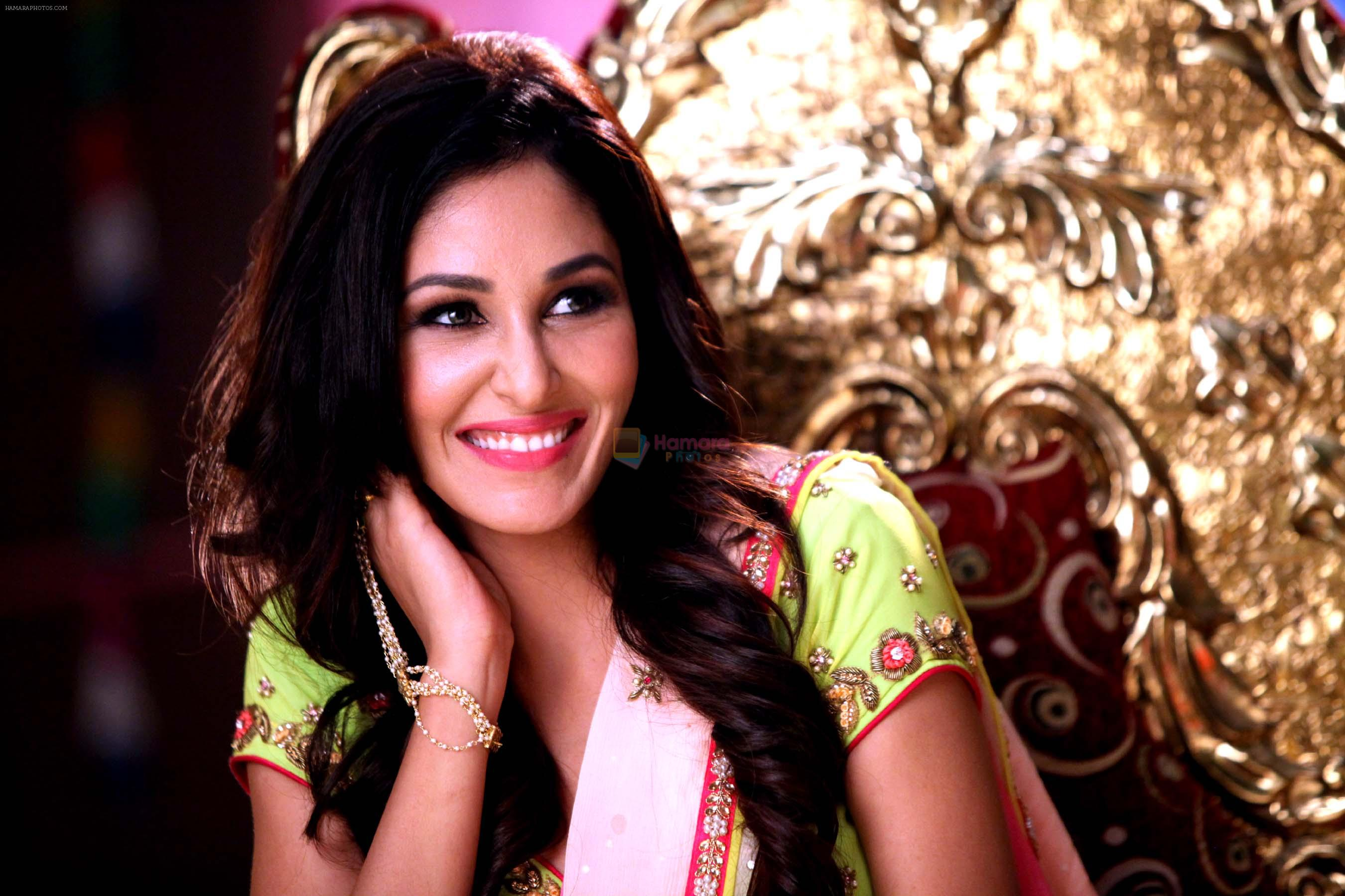 pooja chopra in the stil from movie Yea Toh Two Much Ho Gayaa