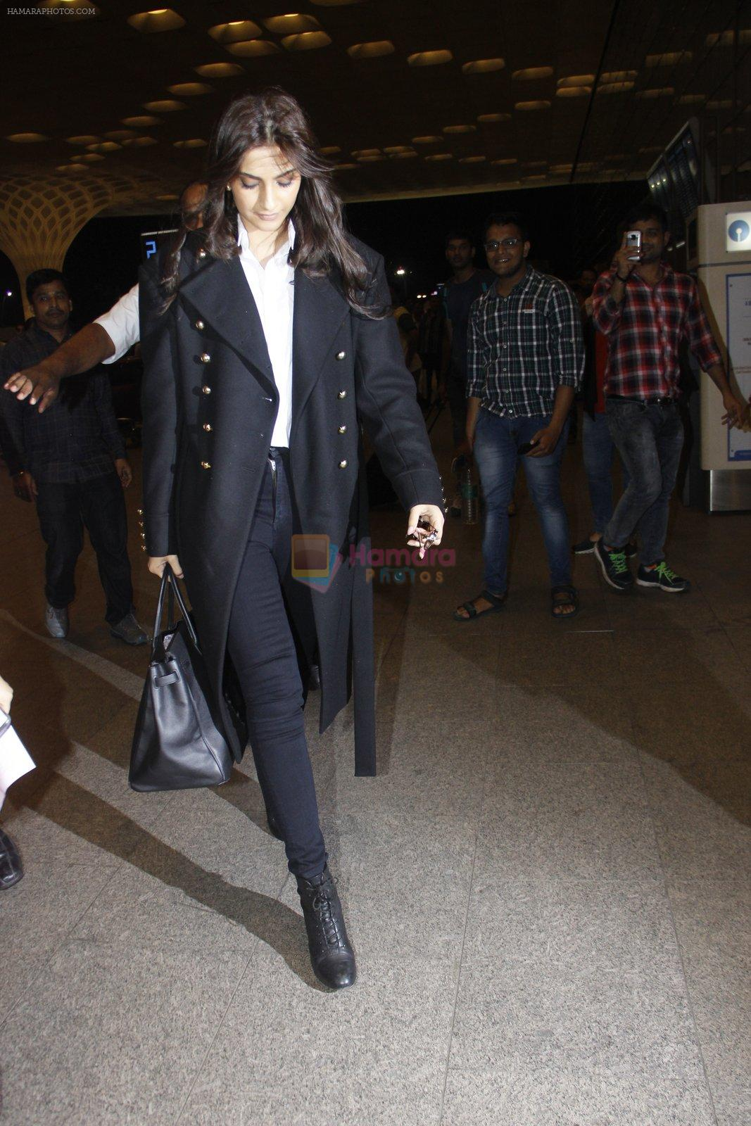 Sonam Kapoor snapped at airport on 10th Aug 2016