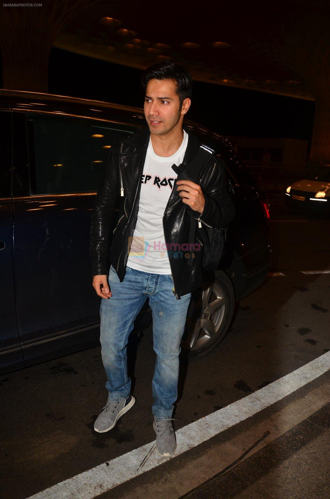Varun Dhawan snapped at airport on 10th Aug 2016