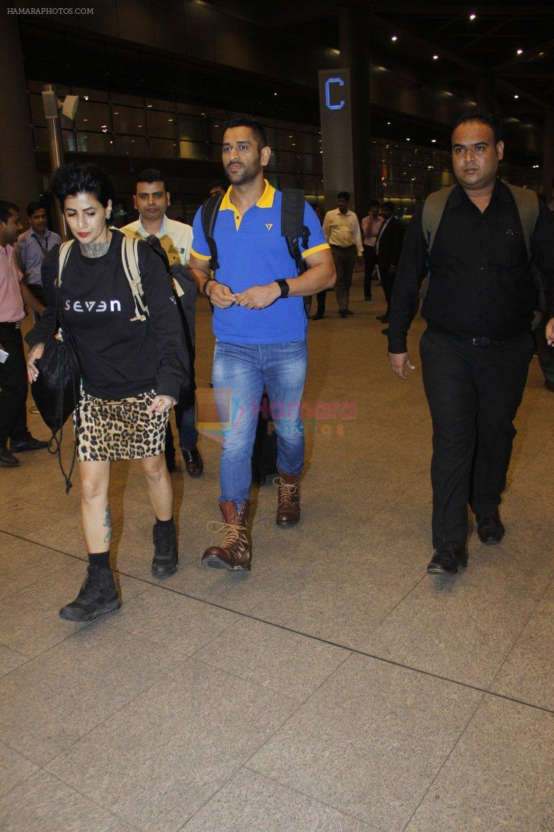 Mahendra Singh Dhoni snapped at airport on 11th Aug 2016