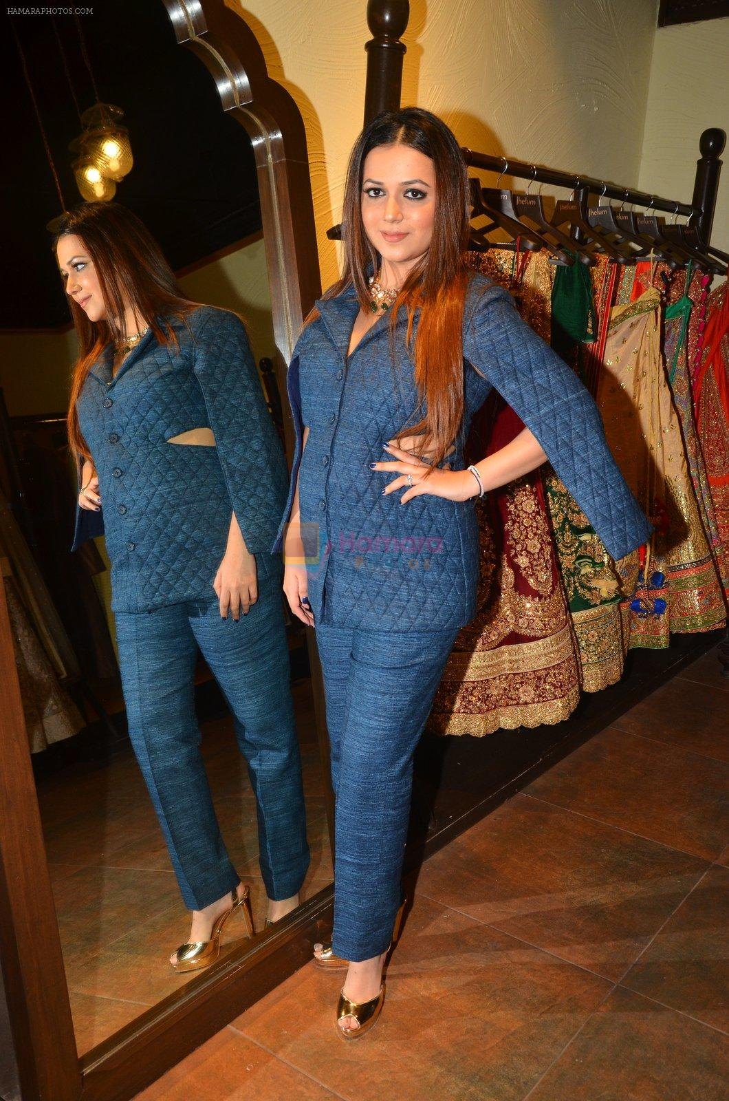 at Jhelum store's National Handloom day celebrations on 11th Aug 2016