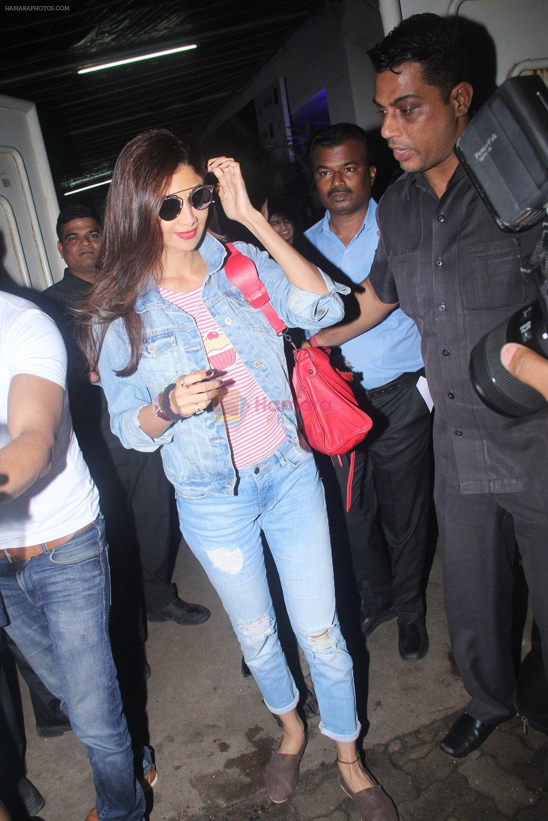 Shilpa Shetty at Rustom screening in Sunny Super Sound on 11th Aug 2016