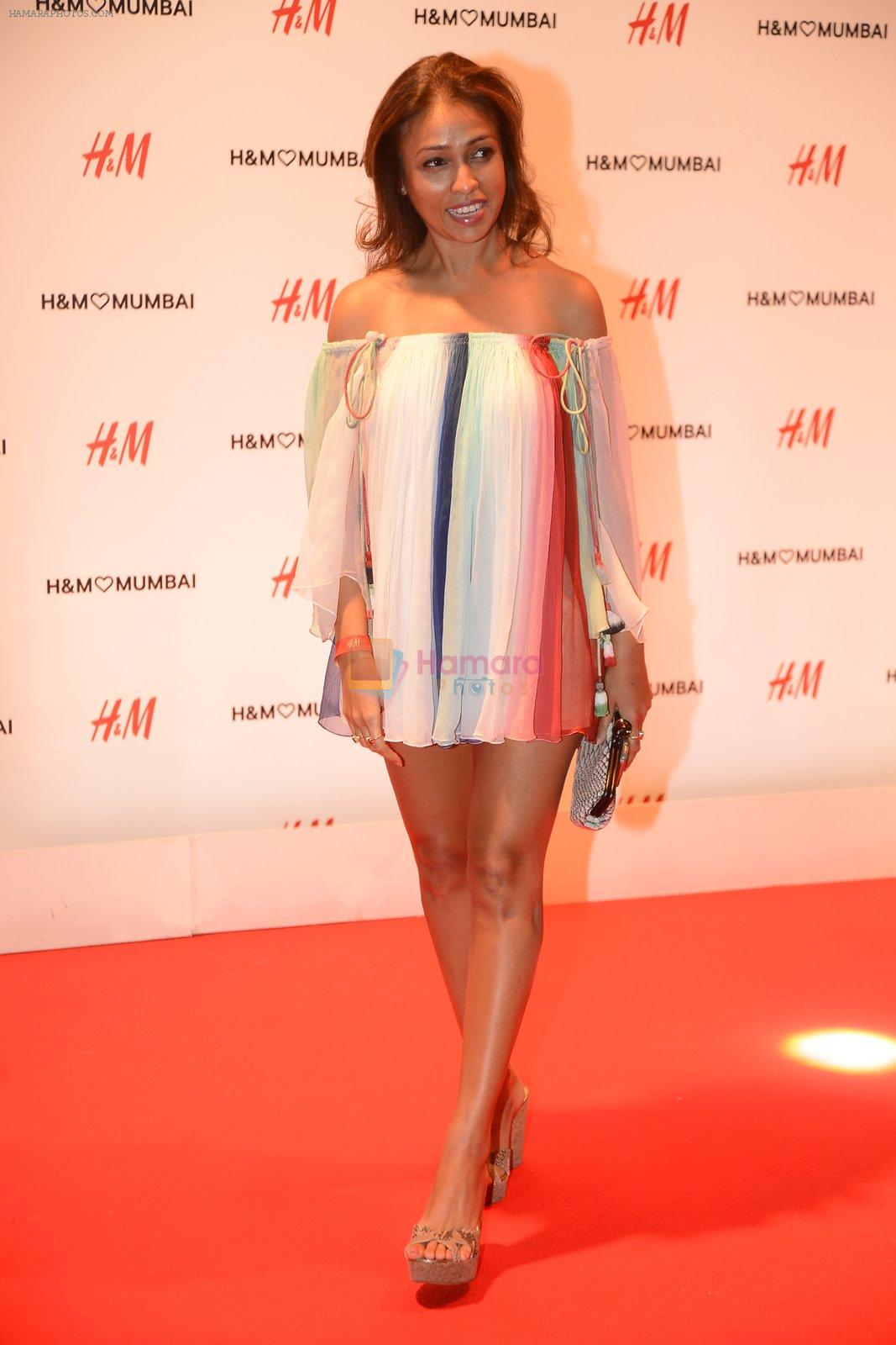 Surily Goel at h&m mubai launch on 11th Aug 2016