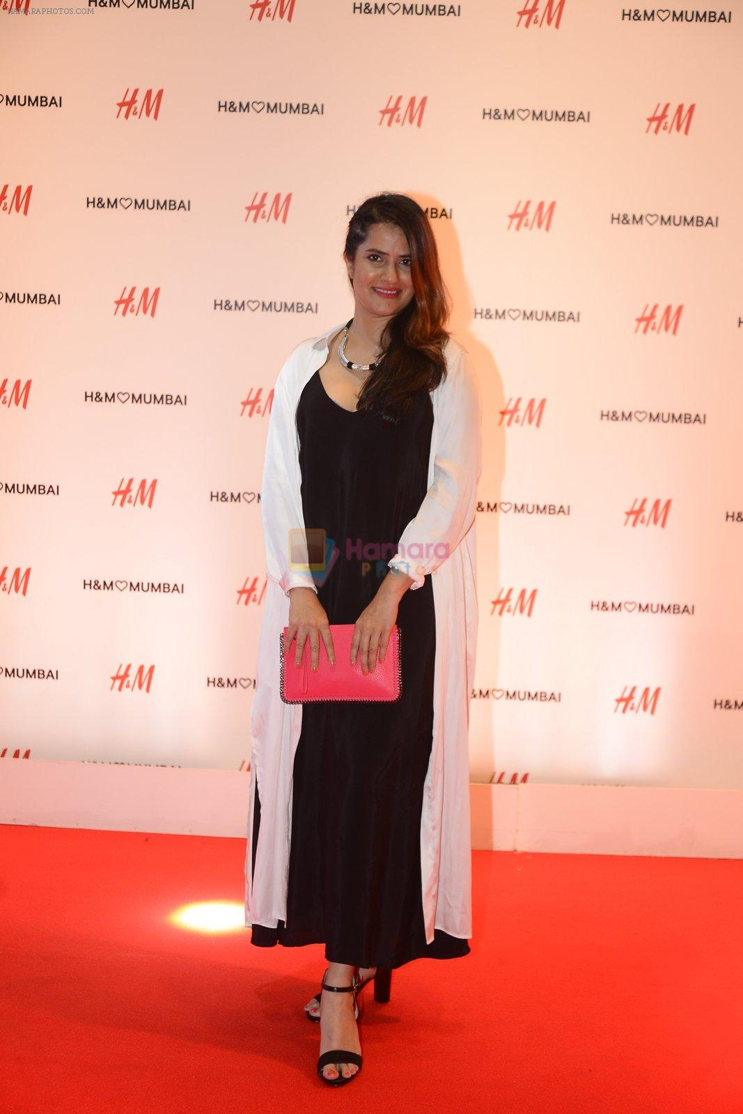 Sona Mohapatra at h&m mubai launch on 11th Aug 2016