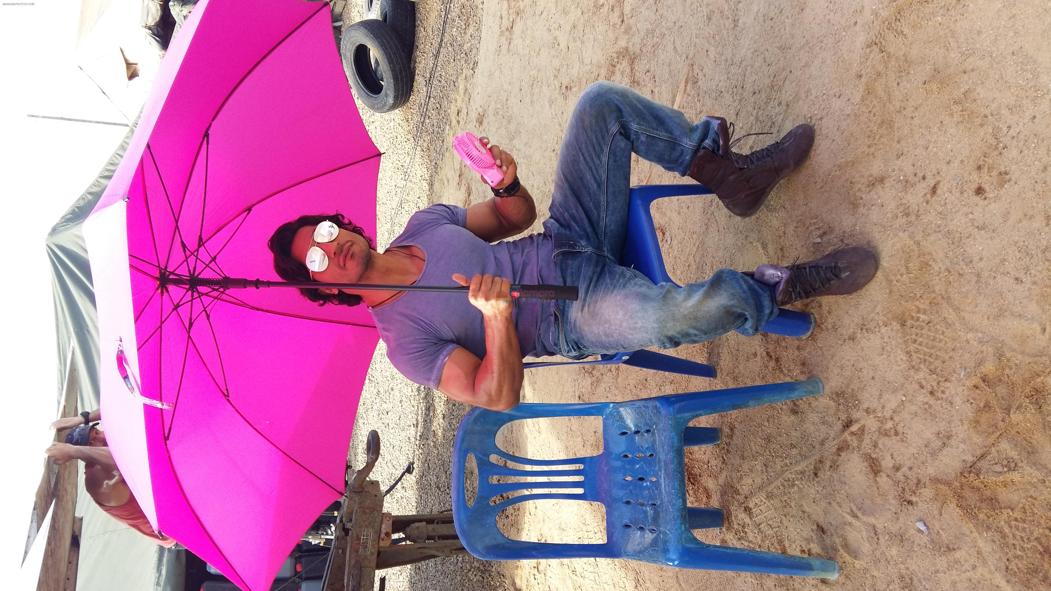 Vidyut Jammwal with a pink fan and umbrella on the sets of Commando 2 clicked by his Co star Adah sharma
