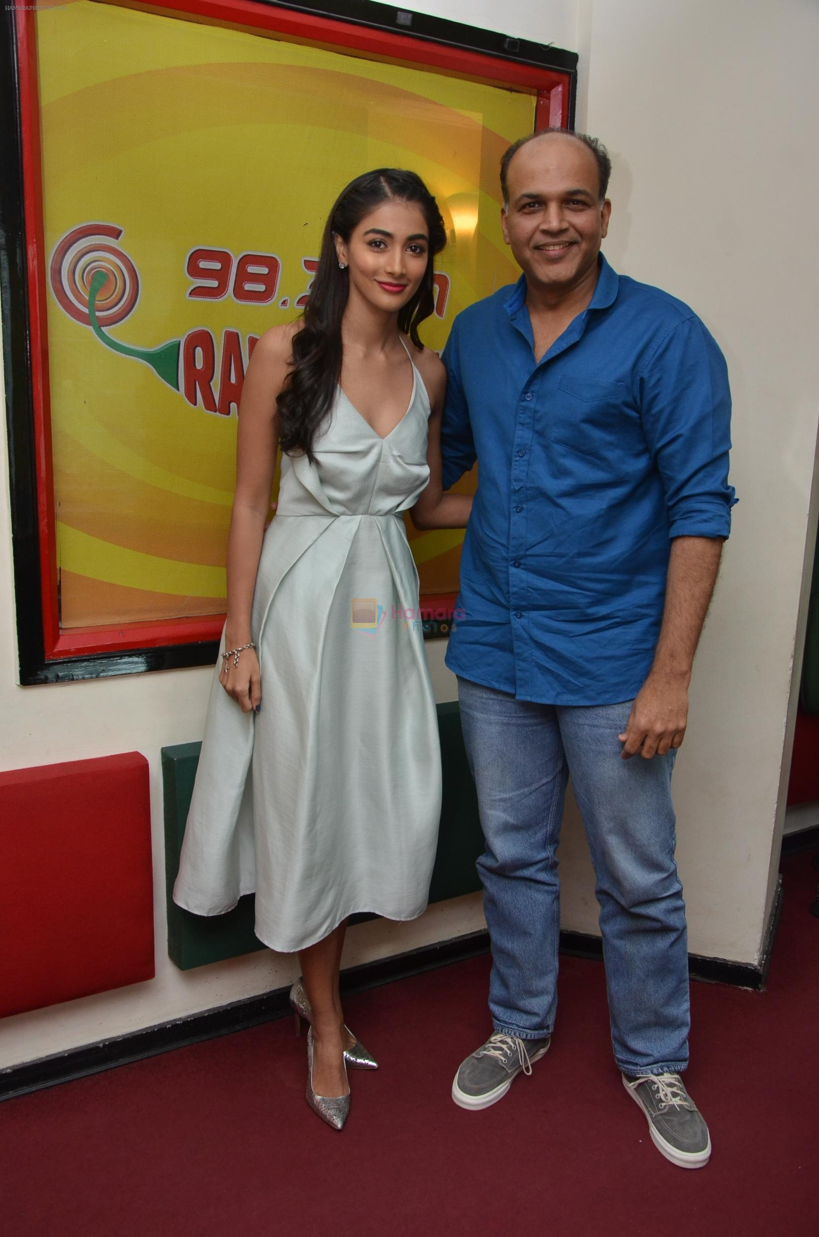Pooja Hegde and Ashutosh Gowariker at Radio Mirchi on 12th Aug 2016