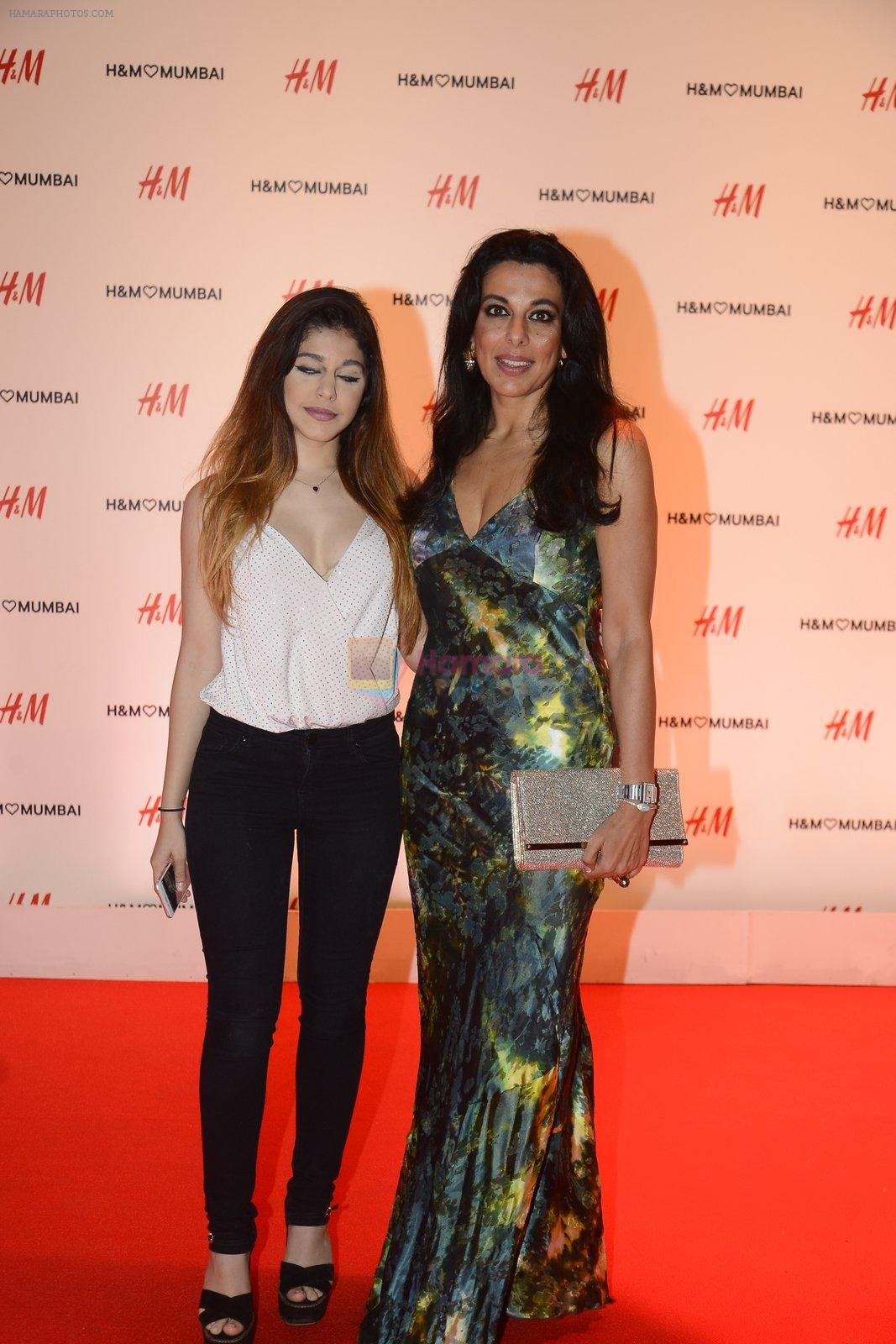 Pooja Bedi at h&m mubai launch on 11th Aug 2016