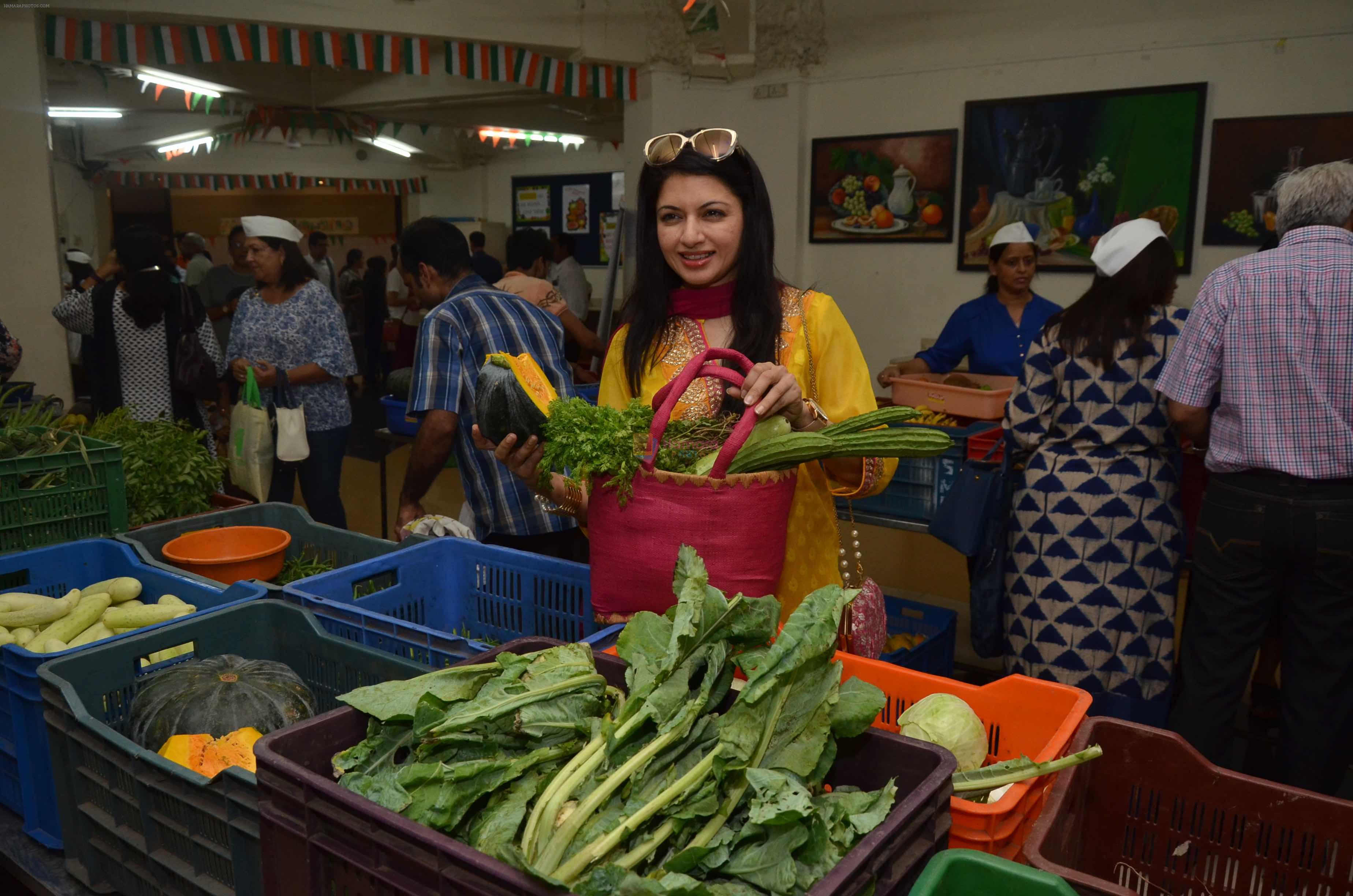 Bhagyashree inaugurated the Juhu Organic Farmer's Market on 14th Aug at Jamnabai Narsee School