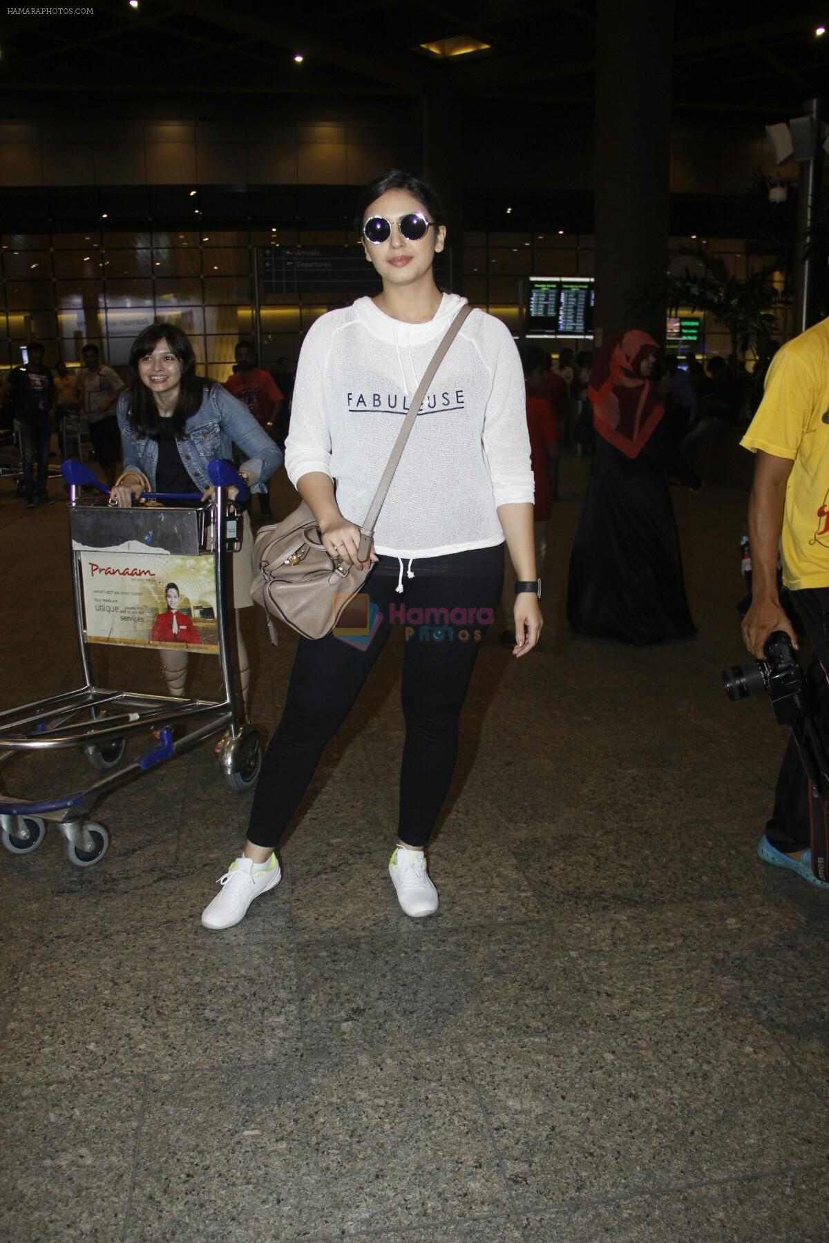 Huma Qureshi snapped at airport on 13th Aug 2016
