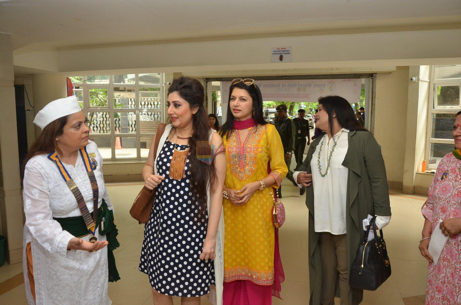 Bhagyashree, Archana Kochhar inaugurated the Juhu Organic Farmer's Market on 14th Aug at Jamnabai Narsee School