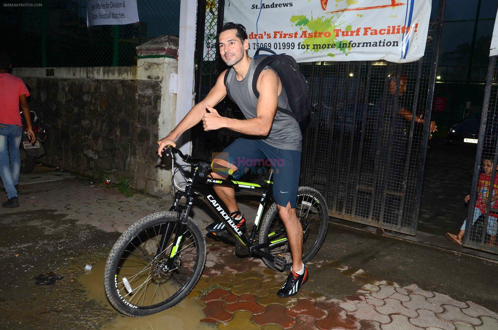 Dino Morea snapped at soccer match in Mumbai on 14th Aug 2016