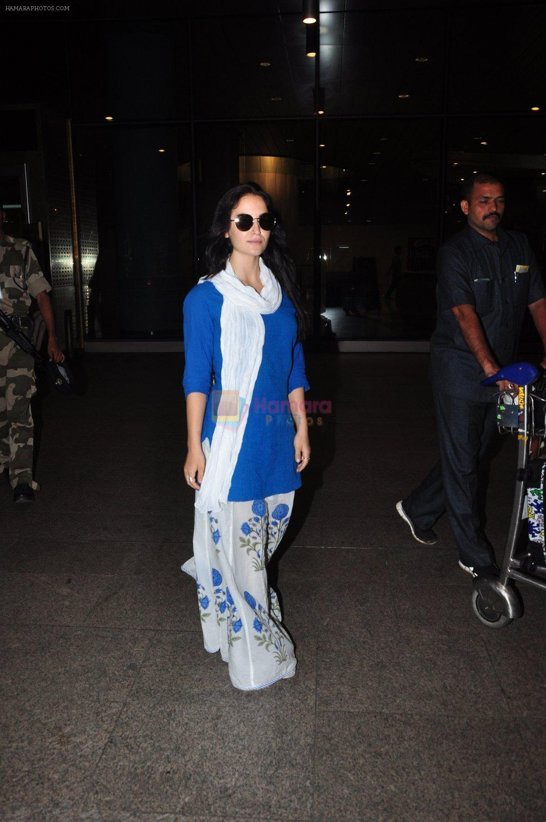 Elli Avram snapped at airport on 15th Aug 2016