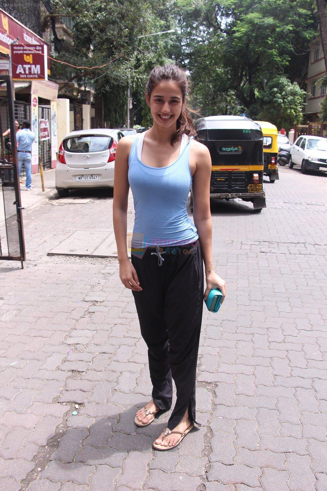 Disha Patani snapped near her residence on 17th Aug 2016