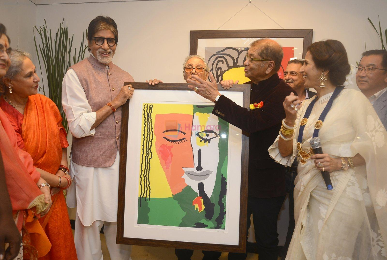Art presented to big b by dilip de at Dilip De's art event on 16th Aug 2016