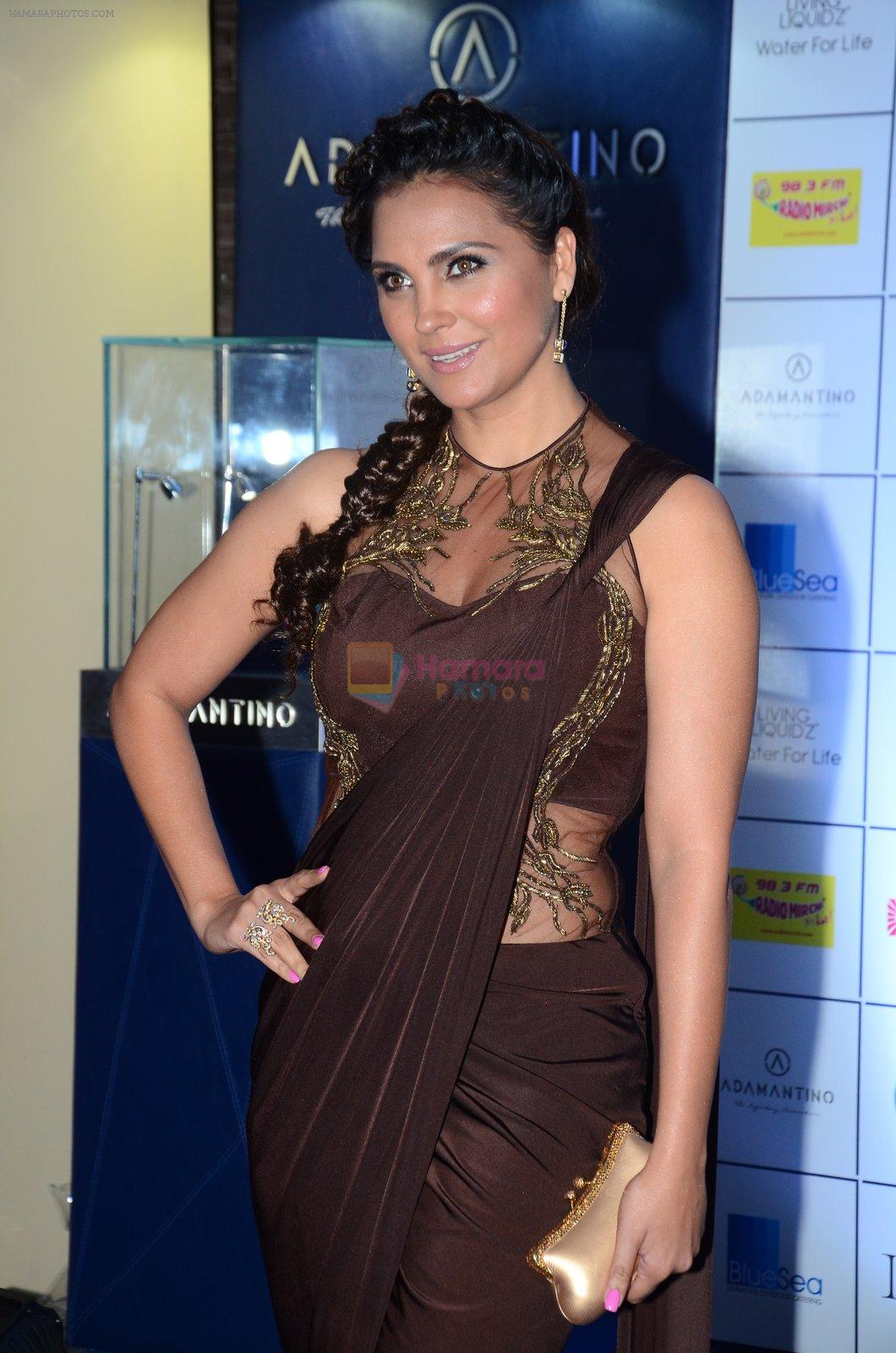 Lara Dutta at Joya exhibition in Mumbai on 16th Aug 2016