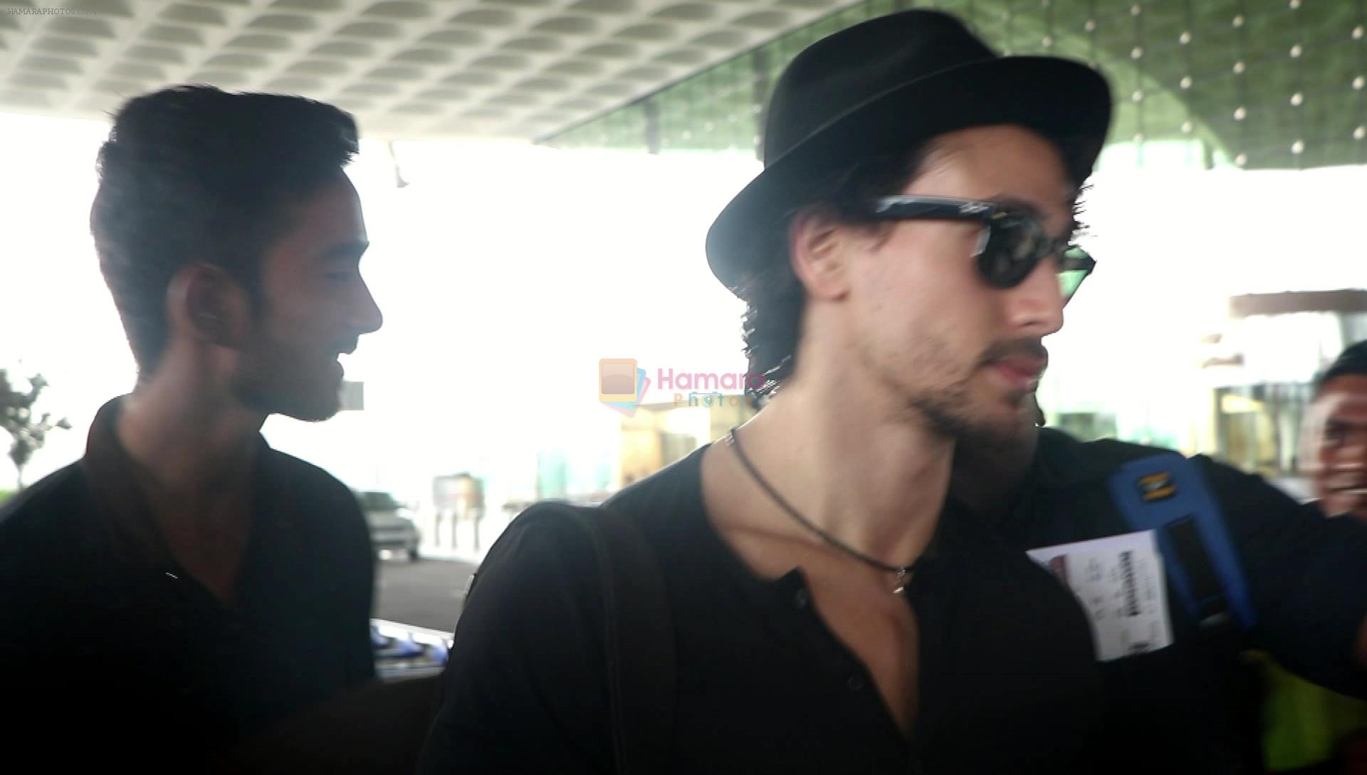 Tiger Shroff snapped at airport on 18th Aug 2016