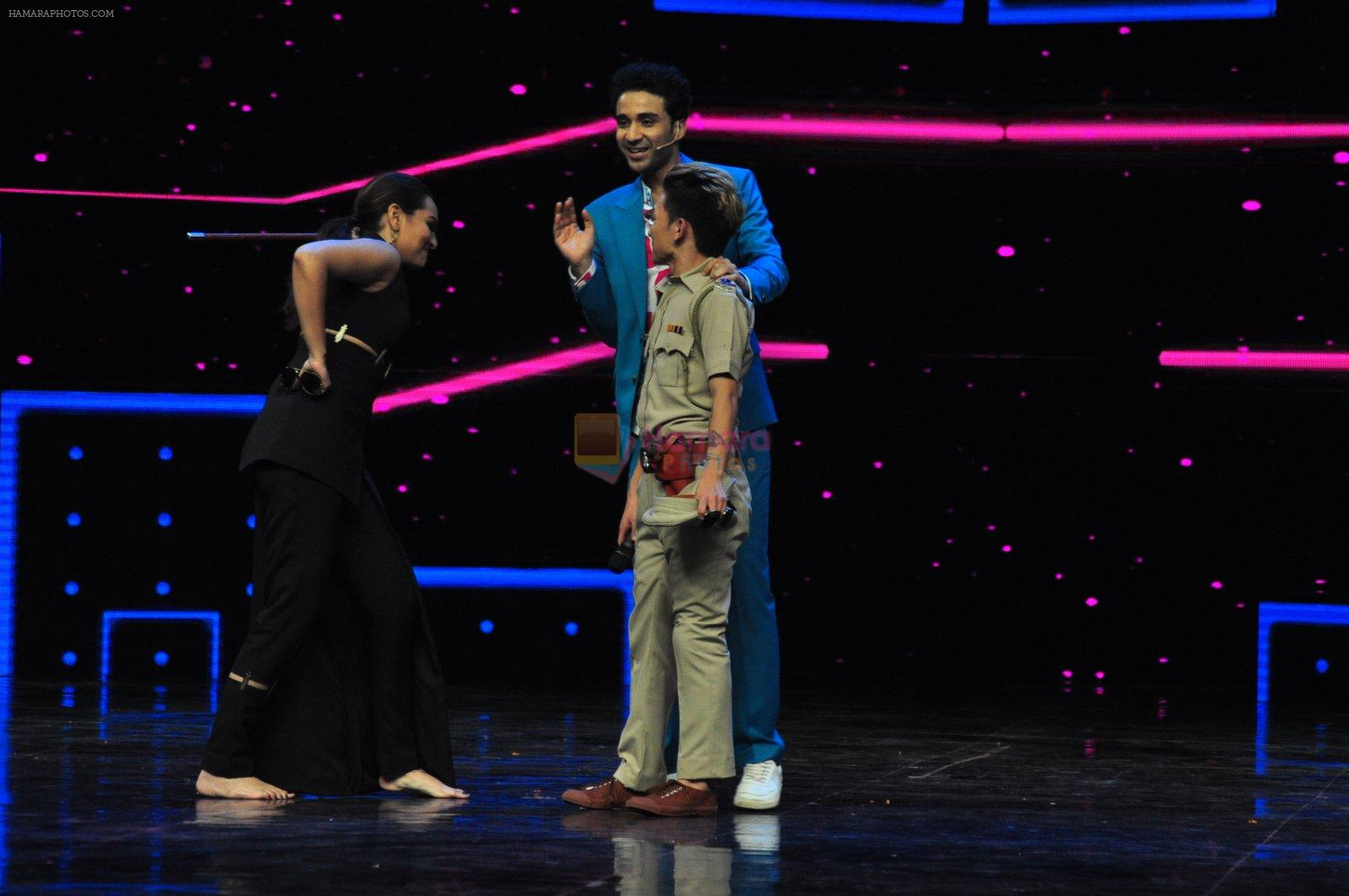 Sonakshi Sinha on the sets of Dance plus 2 on 21st Aug 2016