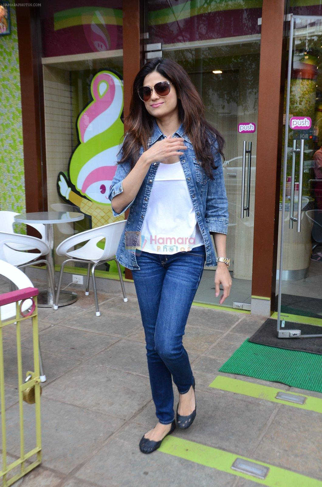 Shamita Shetty snapped with family for lunch on 21st Aug 2016