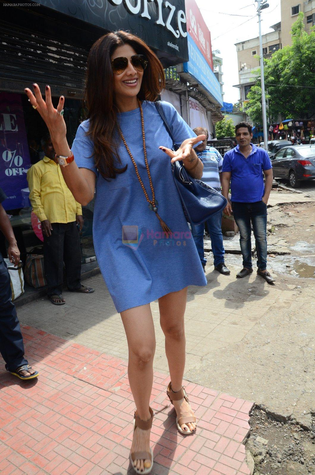 Shilpa Shetty snapped with family for lunch on 21st Aug 2016