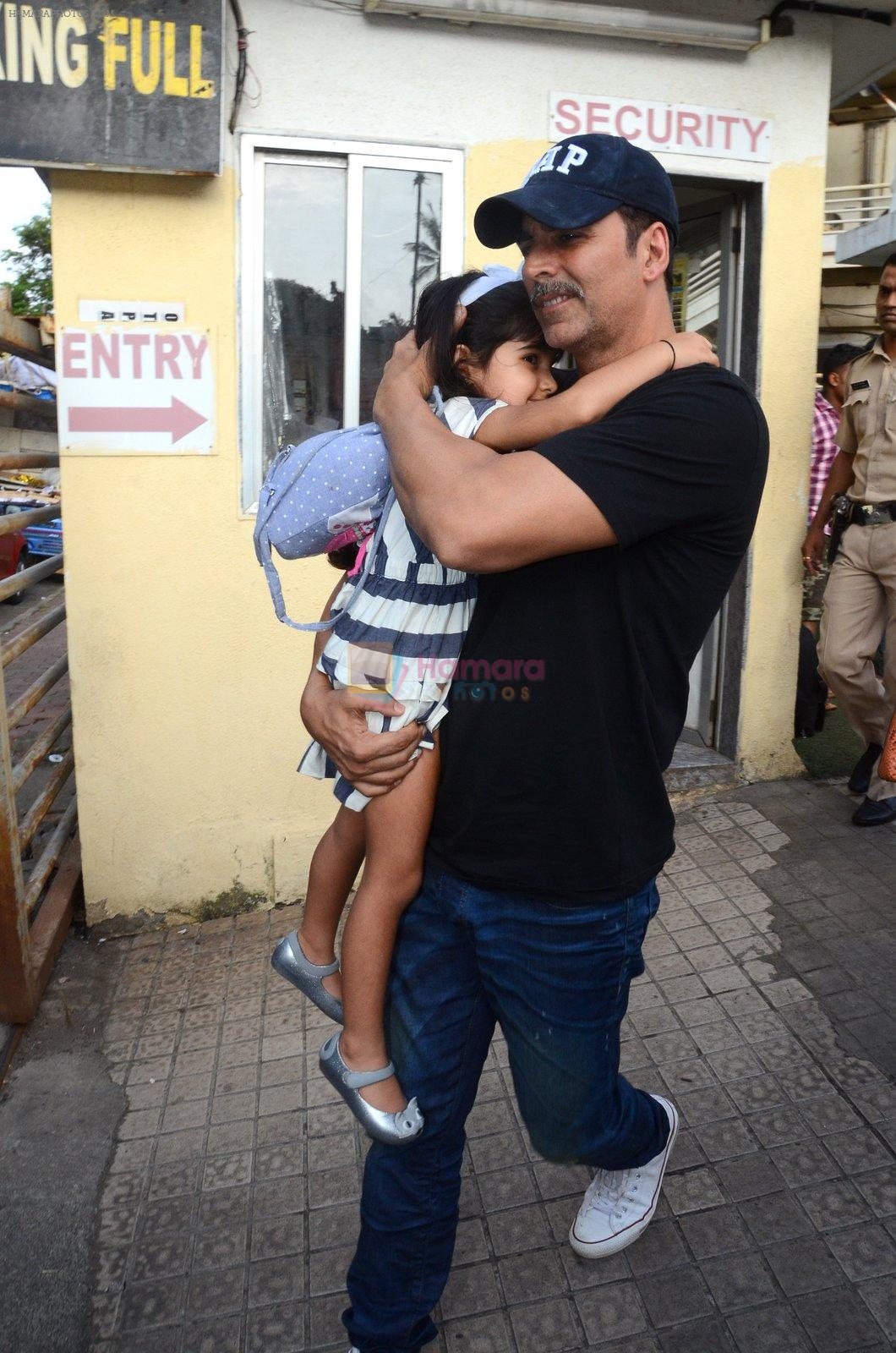 Akshay Kumar take family out for movie at PVR juhu on 21st Aug 2016
