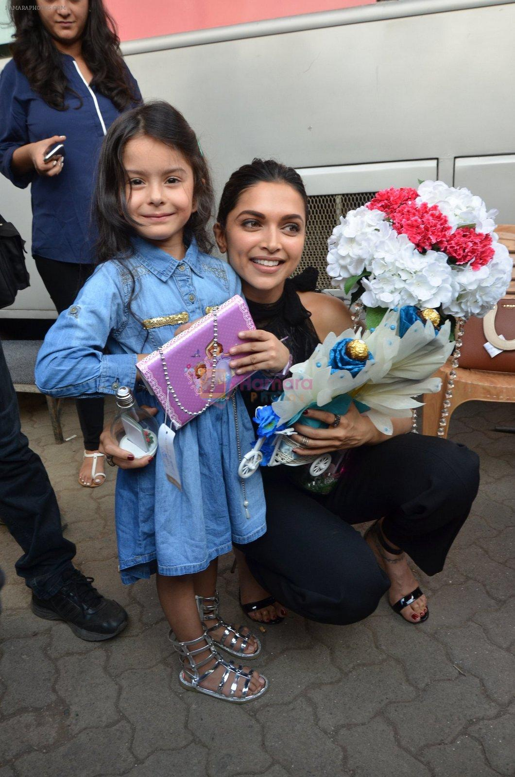 Deepika Padukone snapped at Vogue chat show in Mumbai on 22nd Aug 2016