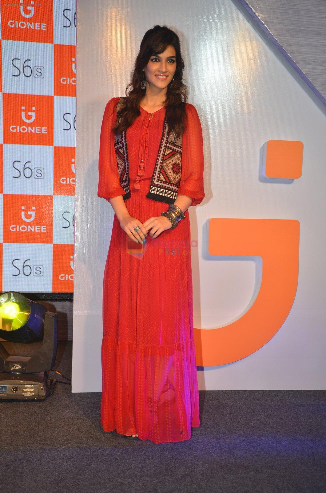 Kriti Sanon launches new mobile Gionee on 22nd Aug 2016