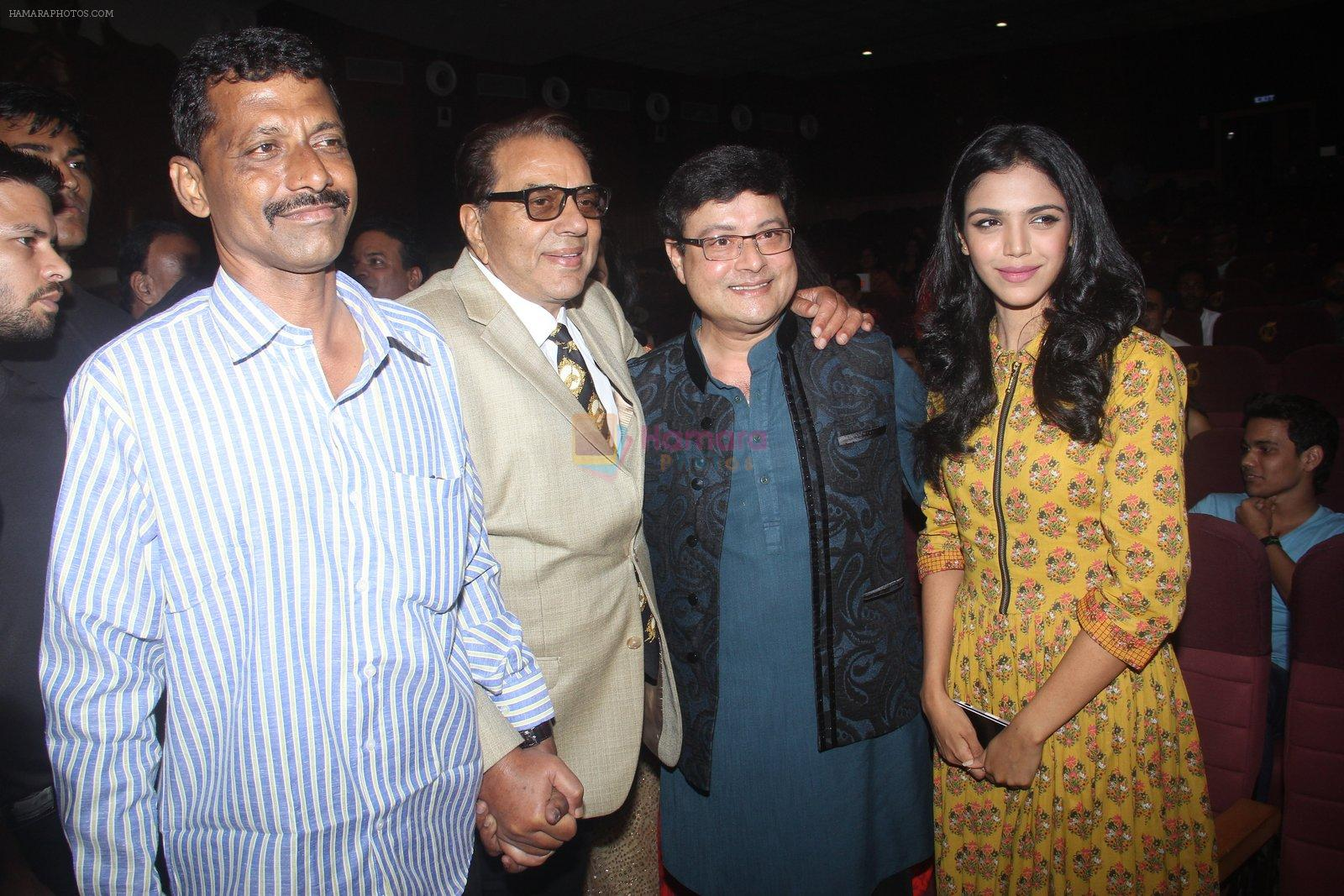 Dharmendra, Sachin Pilgaonkar, Dhanraj Pillai at Entertainment Trade Awards on 23rd Aug 2016