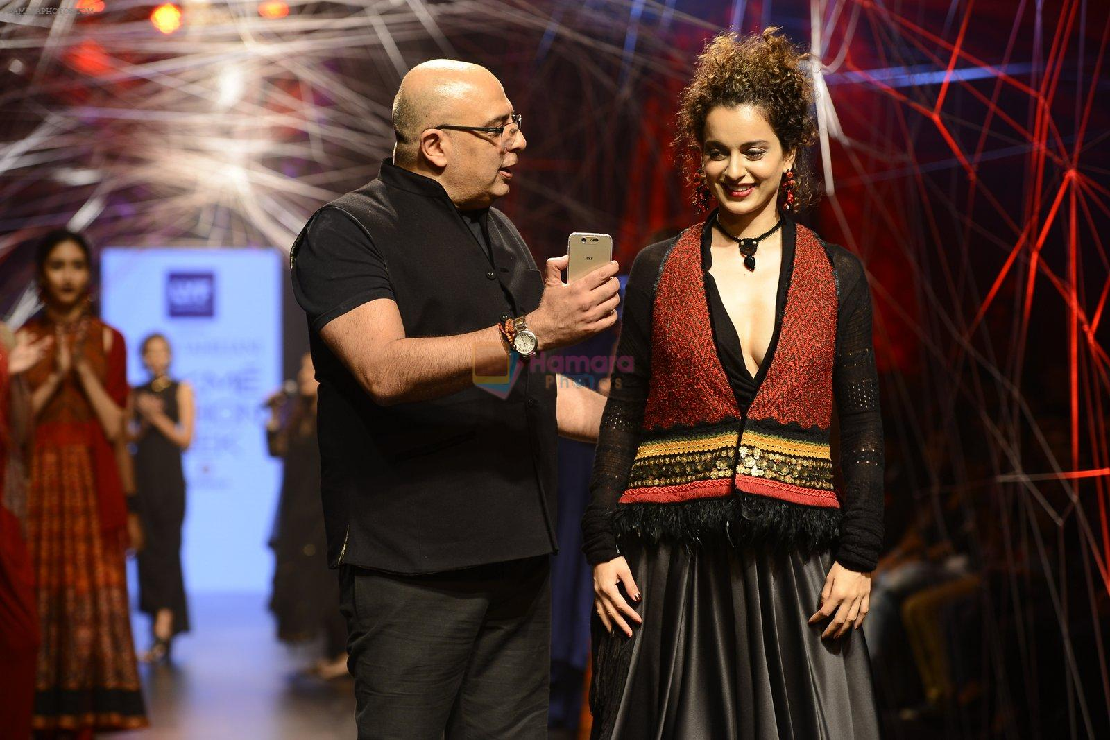 Kangana Ranaut walk the ramp for Tarun Tahiliani Show at Lakme Fashion Week 2016 on 23rd Aug 2016