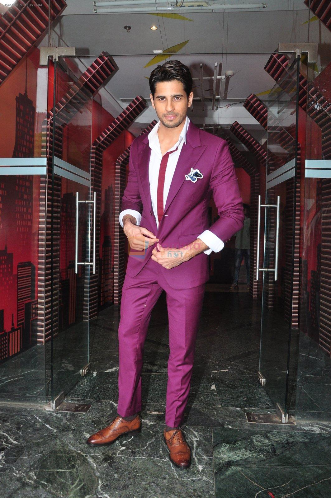 Sidharth Malhotra promote Bar Bar Dekho on the sets of jhalak dikhhla jaa 9 on 24th Aug 2016