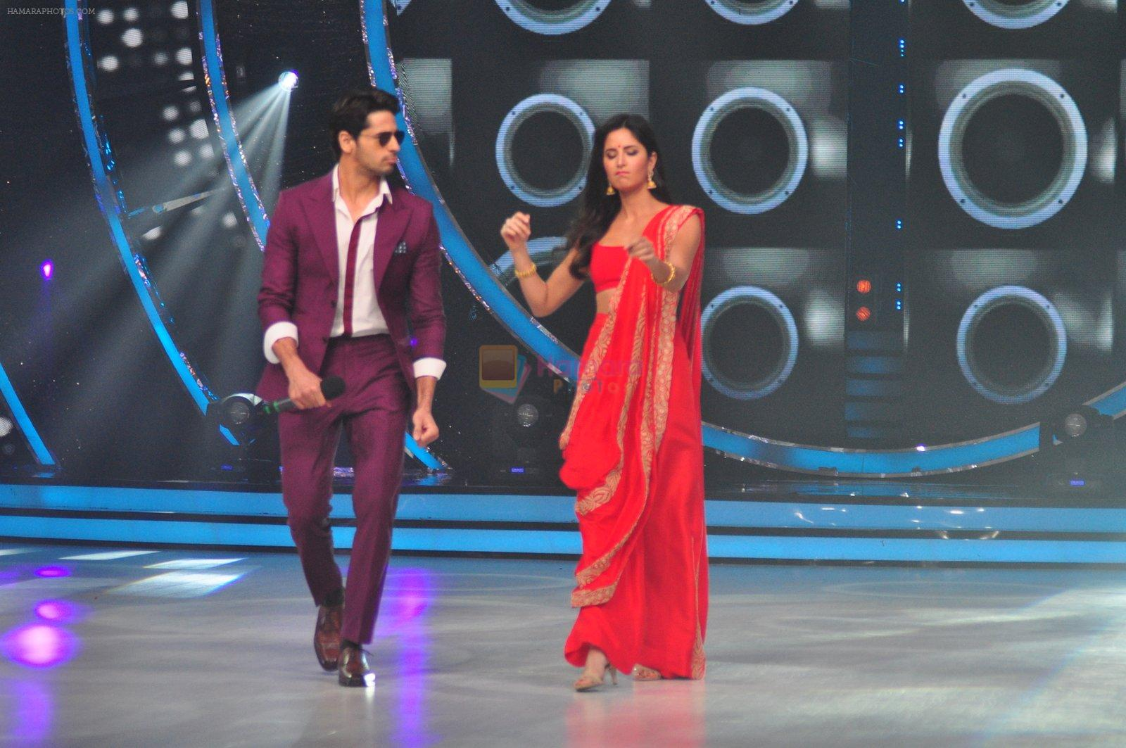 Katrina Kaif and Sidharth Malhotra promote Bar Bar Dekho on the sets of jhalak dikhhla jaa 9 on 24th Aug 2016